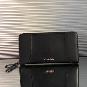 NWT Calvin Klein Smooth Leather Large Zip Wallet